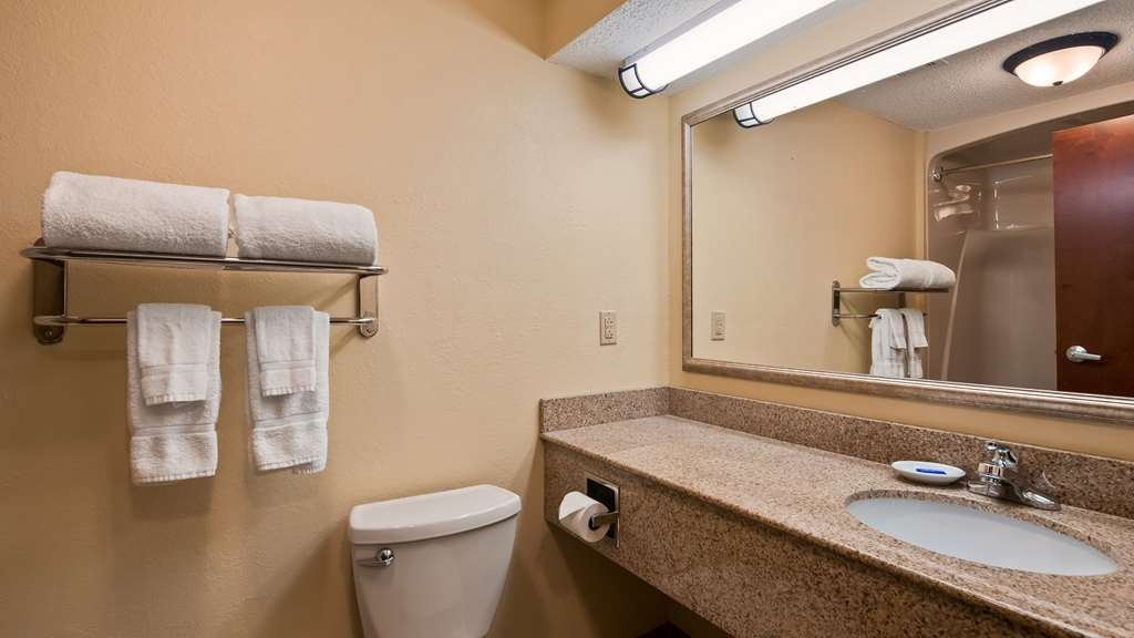 Best Western Plus Crossroads Inn & Suites - Bathroom