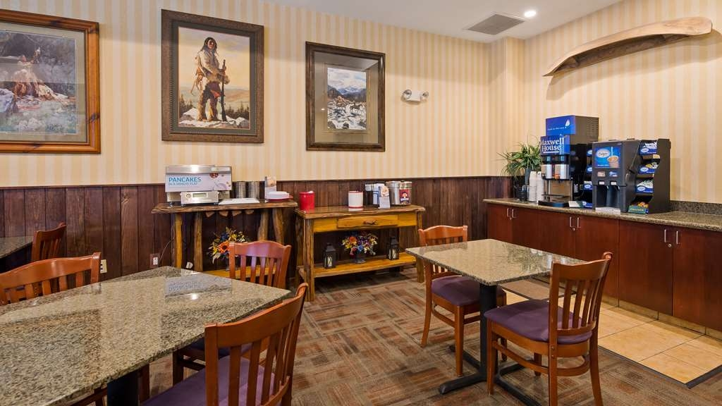 Best Western Plus Crossroads Inn & Suites - Join us for our deluxe continental breakfast from 6:30 a.m. - 10:00 a.m.
