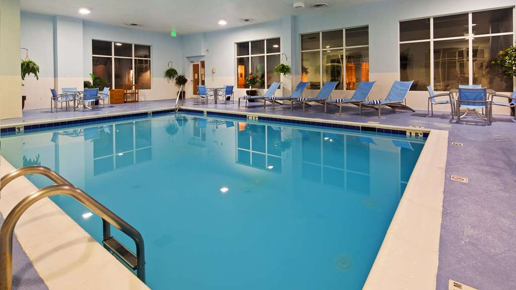 Best Western Plus Waynesboro Inn & Suites Conference Center - Vista de la piscina
