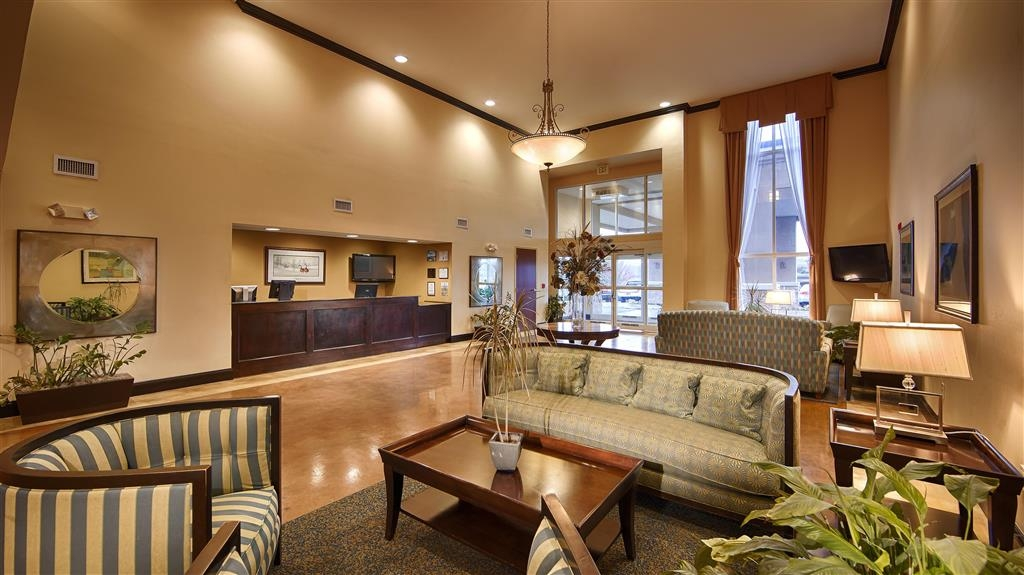 Best Western Plus Waynesboro Inn & Suites Conference Center - Vista del vestíbulo