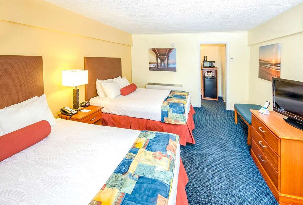 Best Western Plus Virginia Beach - Double room located in our non-oceanfront building, located across the street from the main hotel, which has exterior corridors.