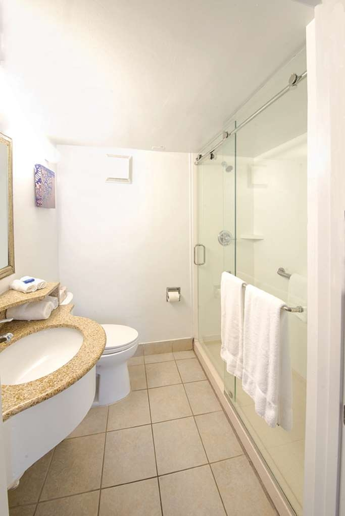 Best Western Plus Virginia Beach - Full Bath with Shower