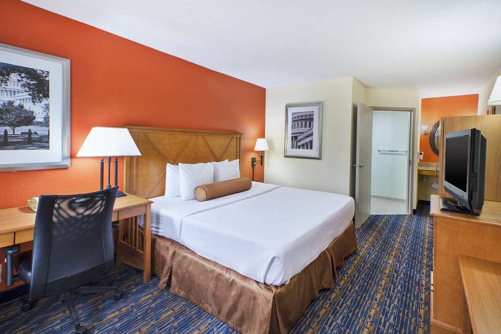 Best Western Dulles Airport Inn - We designed our ADA guest rooms with comfort and accessibility in mind.