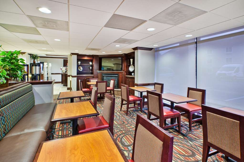 Best Western Dulles Airport Inn - Enjoy the most important meal of the day in our vibrant breakfast area.