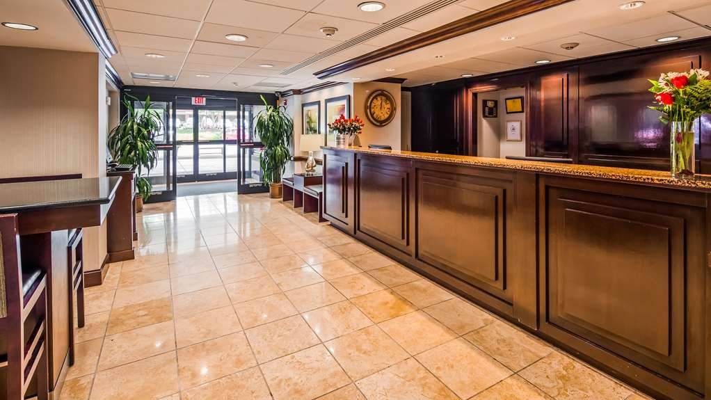 Best Western Dulles Airport Inn - Hall