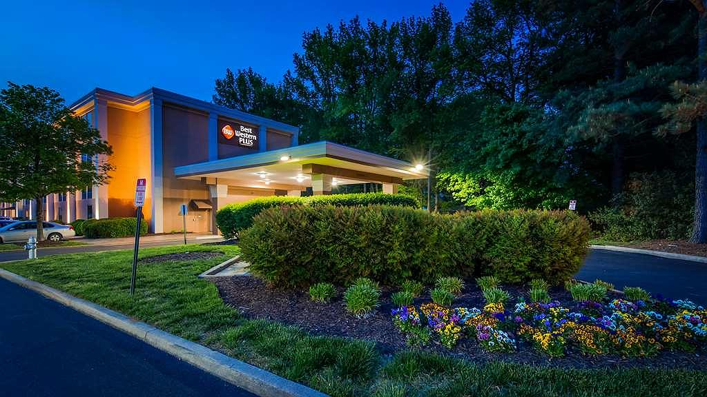 Best Western Plus Richmond Airport Hotel - Aussenansicht
