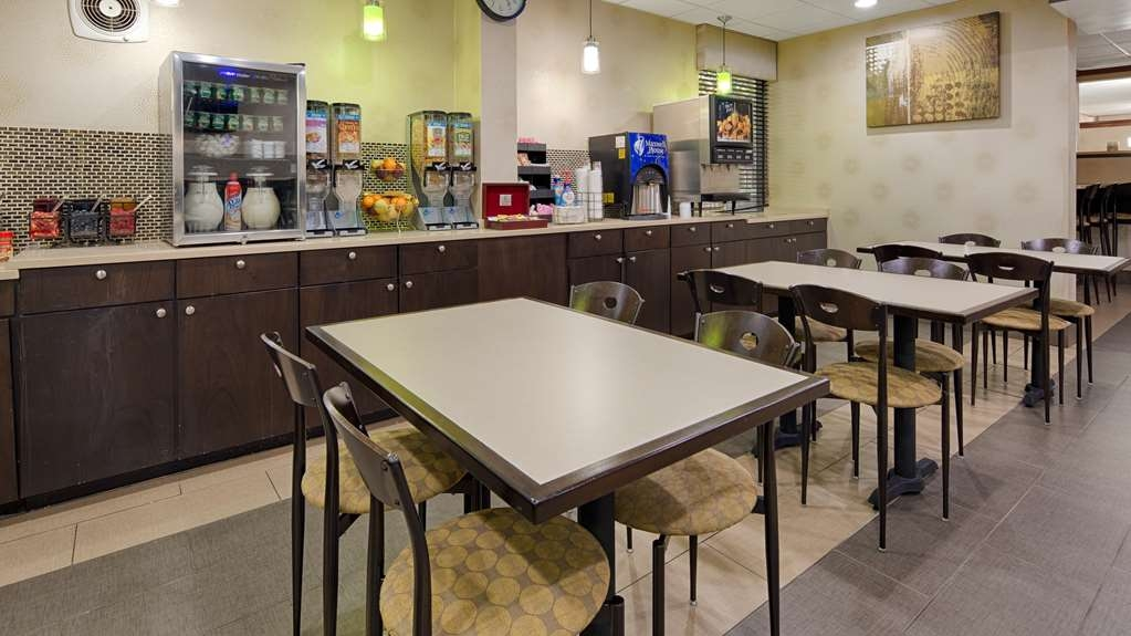 Best Western Plus Richmond Airport Hotel - Le petit déjeuner buffet
