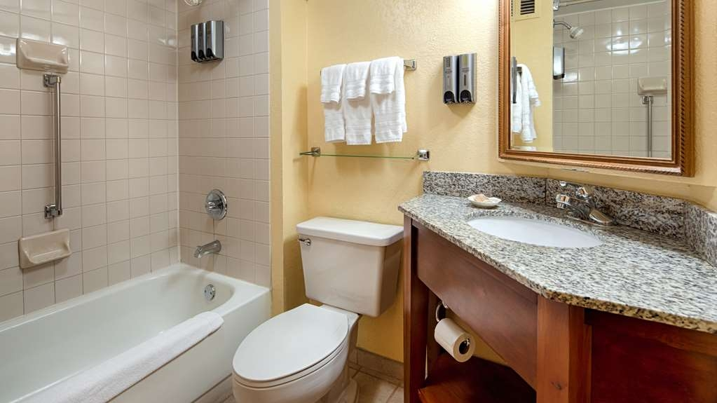 Best Western Plus Richmond Airport Hotel - Salle de bain