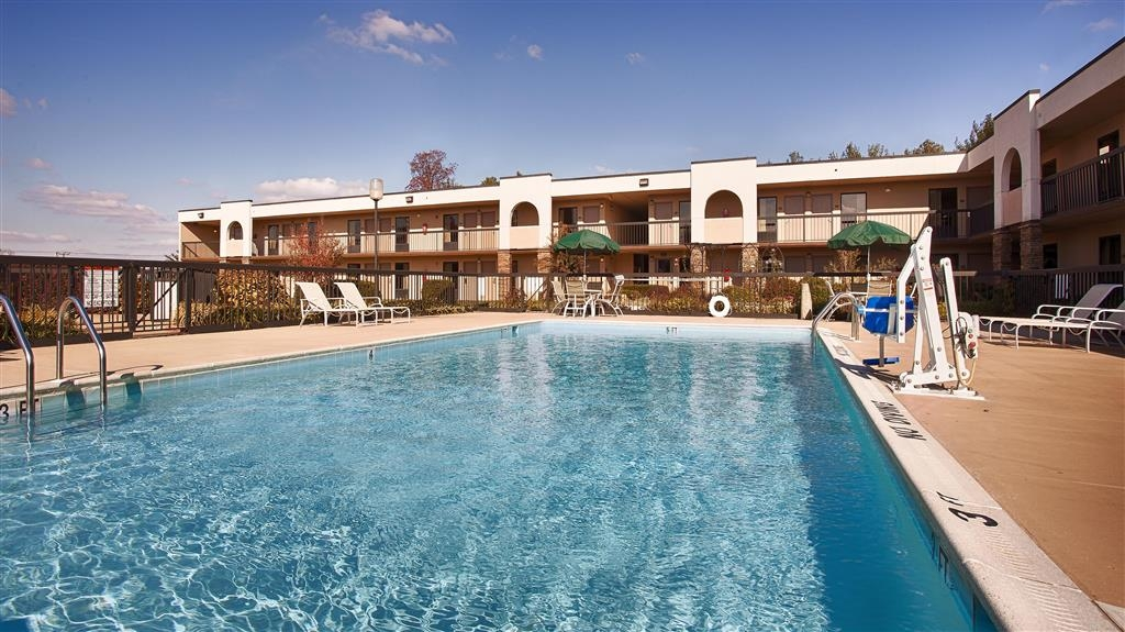 Best Western Aquia/Quantico Inn - Outdoor Pool View