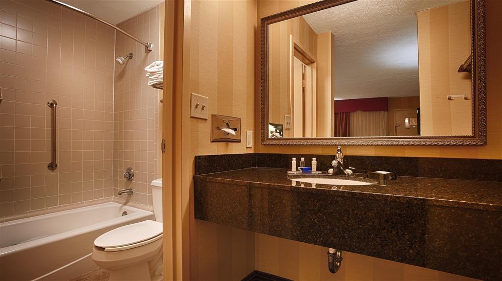 Best Western Aquia/Quantico Inn - Suite Guest Bathroom