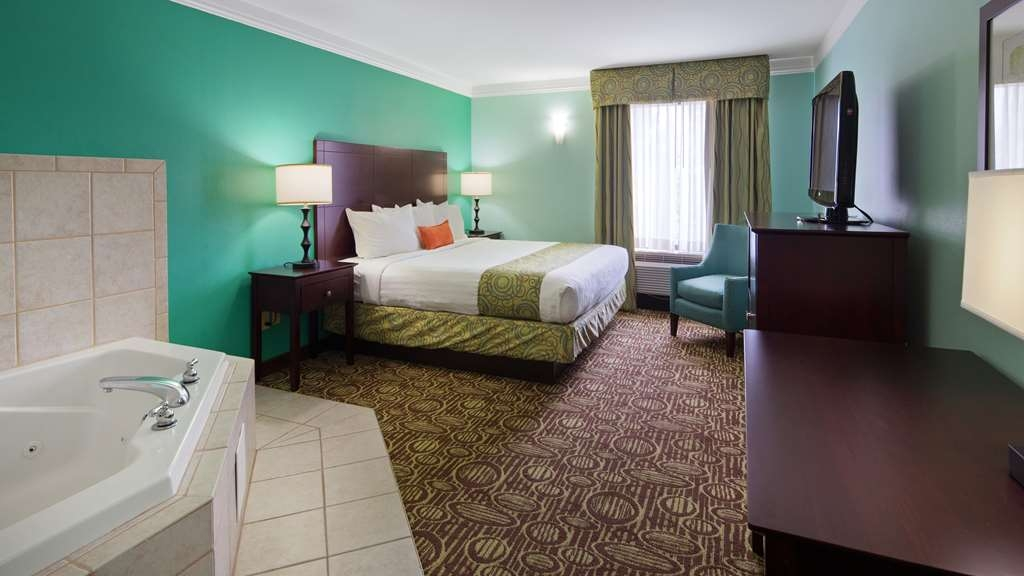 Best Western Plus Glen Allen Inn - Rest up in our spacious guest room in Glen Allen; offering microwave, mini fridge, and complimentary hot breakfast daily