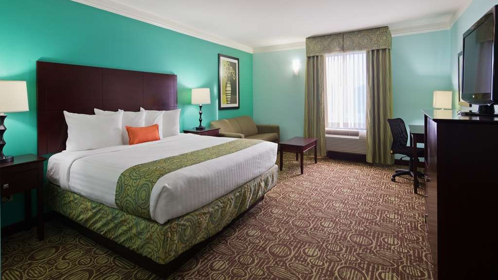 Best Western Plus Glen Allen Inn - Spacious guest rooms offer room to stretch out and relax before enjoying Richmond Raceway, Kings Dominion, or Downtown Richmond