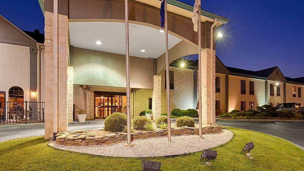Best Western Plus South Hill Inn - Aussenansicht