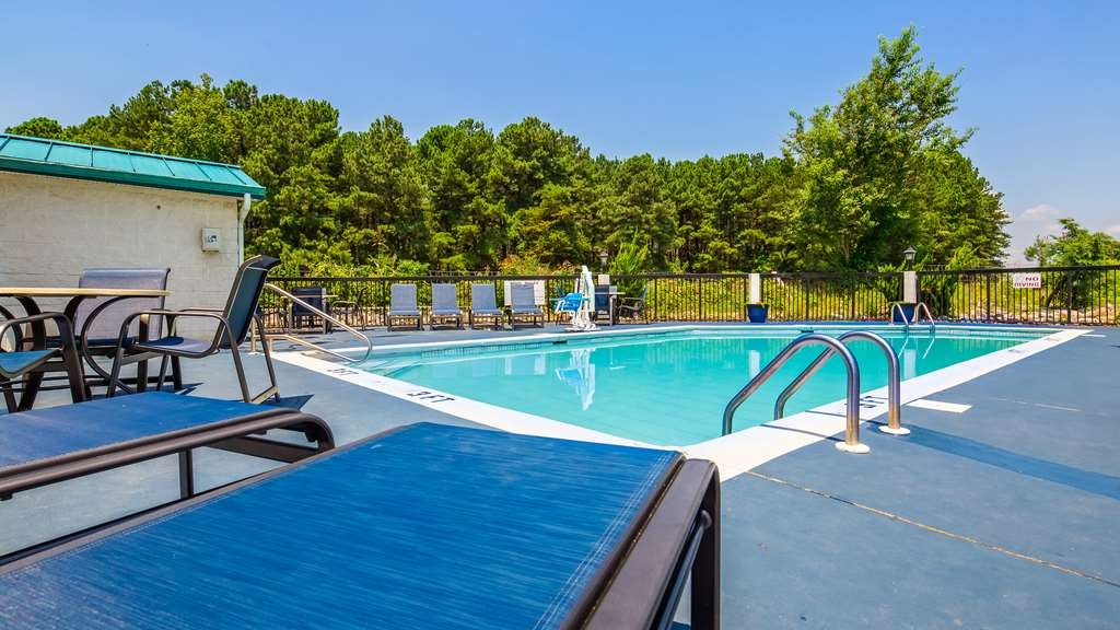 Best Western Plus South Hill Inn - Pool view