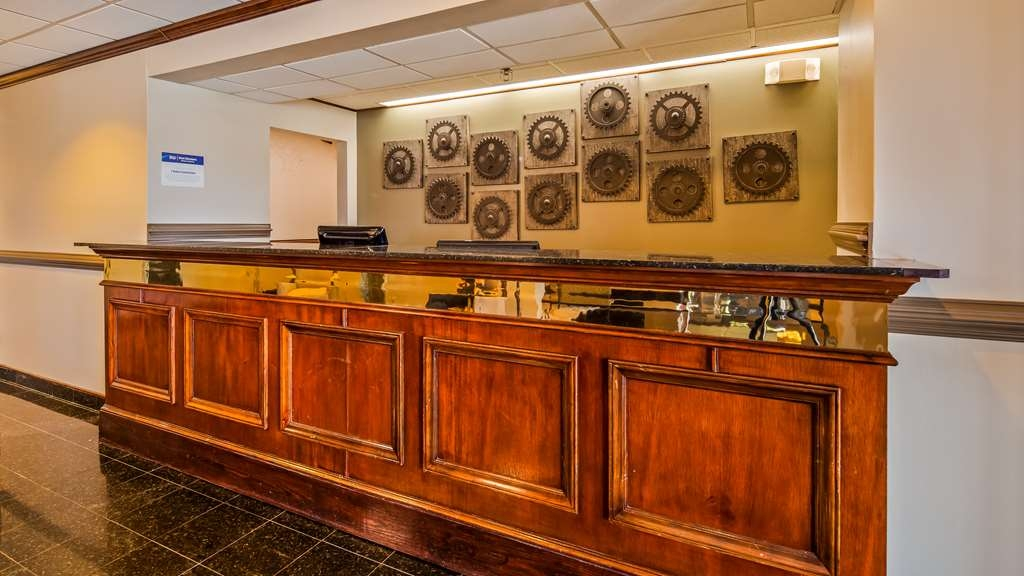 Best Western Plus South Hill Inn - Hall