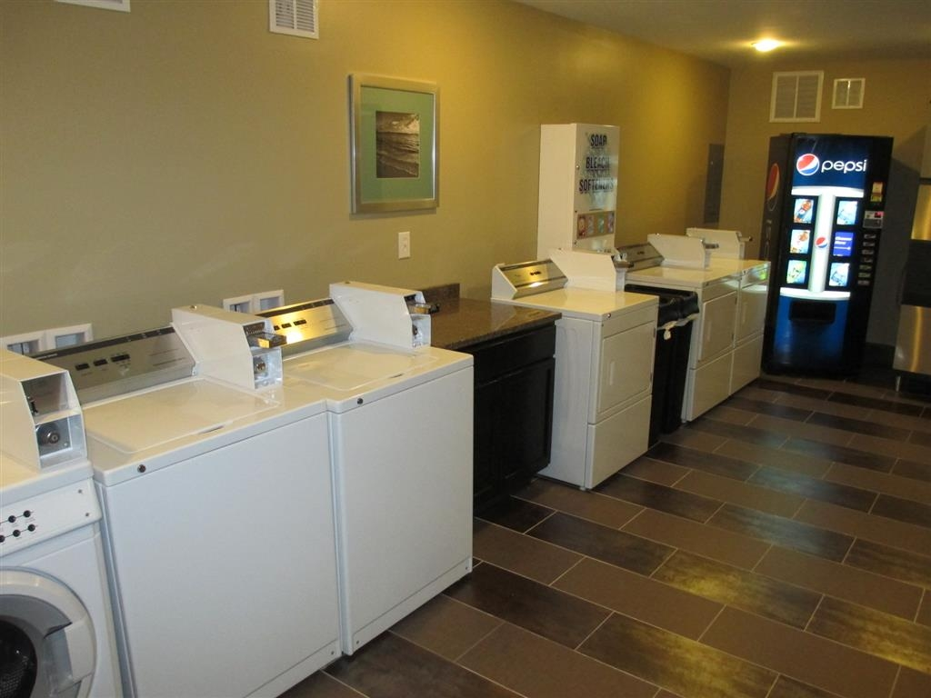 Best Western Plus Sandcastle Beachfront Hotel - Guest operated laundry room.