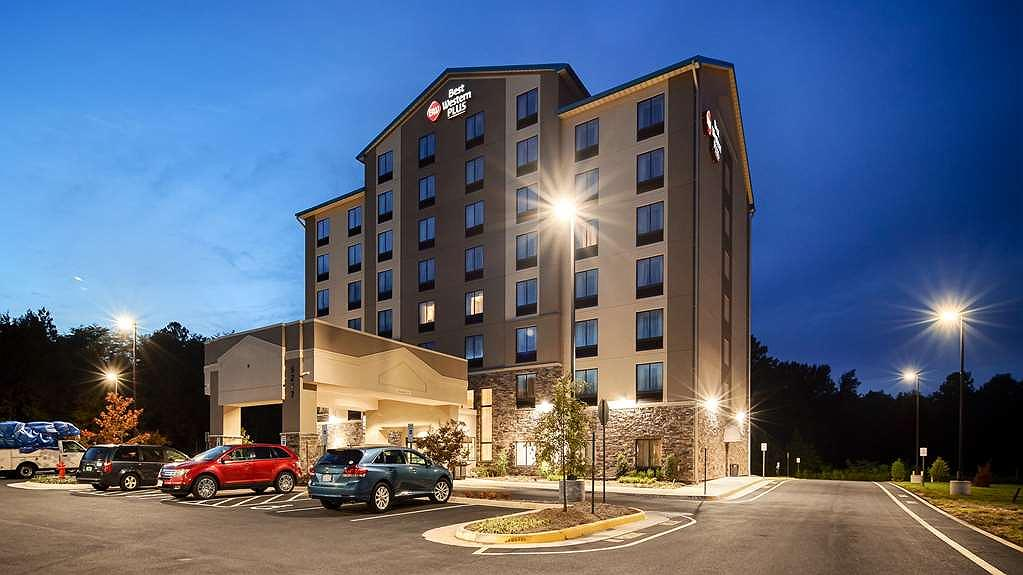 Best Western Plus Thornburg Inn & Suites - Vista exterior