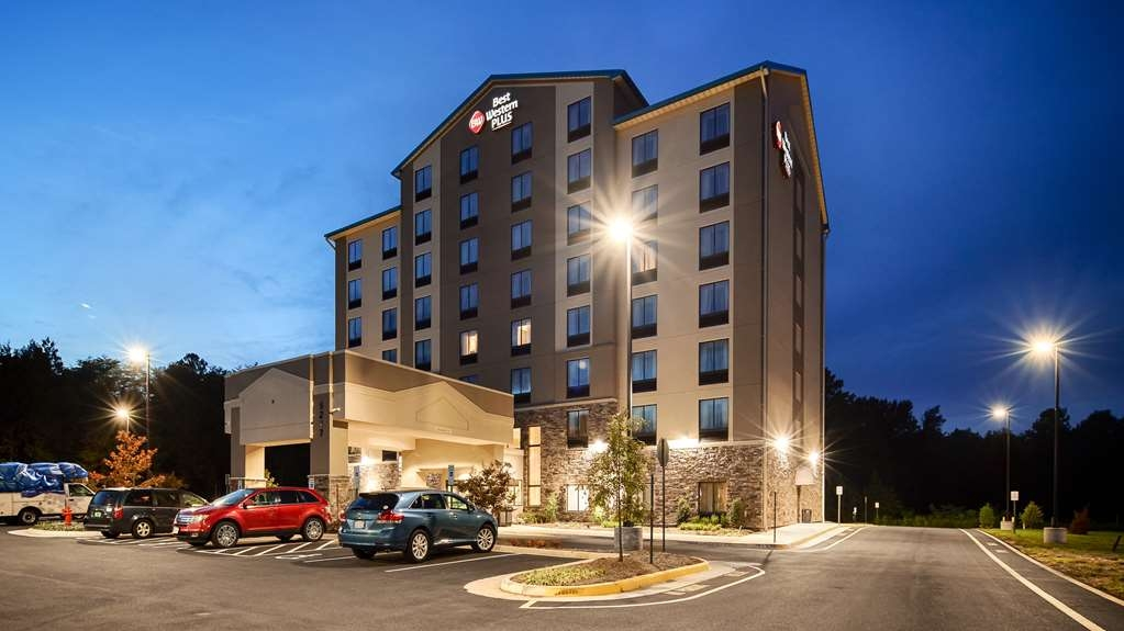Best Western Plus Thornburg Inn & Suites - Facciata dell'albergo