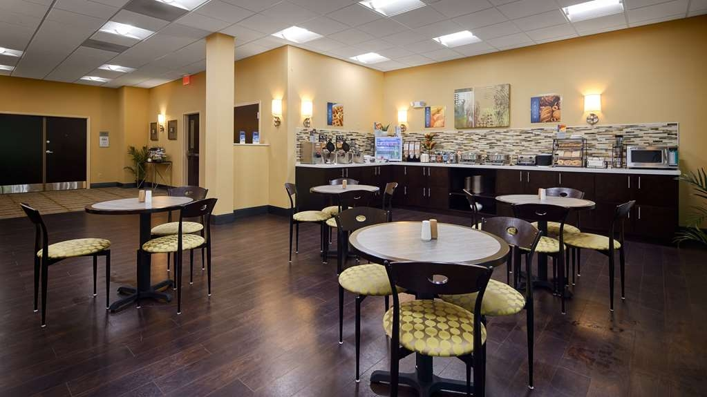 Best Western Plus Thornburg Inn & Suites - Desayuno Buffet