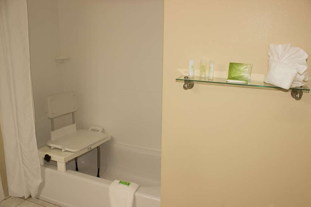 Best Western Kilmarnock Hotel - ADA Mobility Accessible Shower