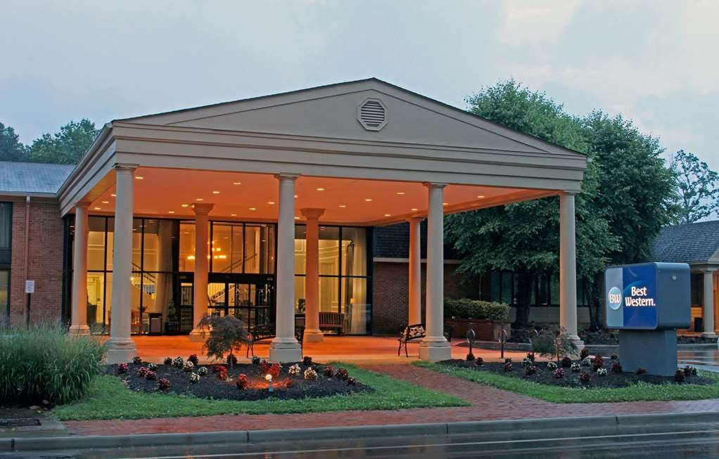 Best Western Williamsburg Historic District - Facciata dell'albergo