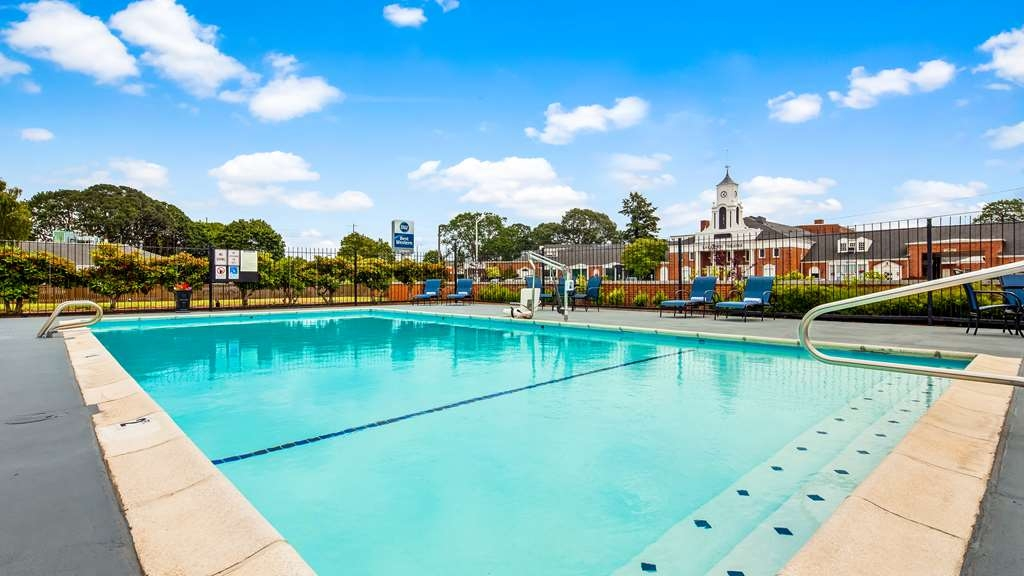 Best Western Lakewood - Pool