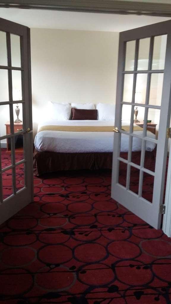 Best Western Plus Lake Front Hotel - king suite