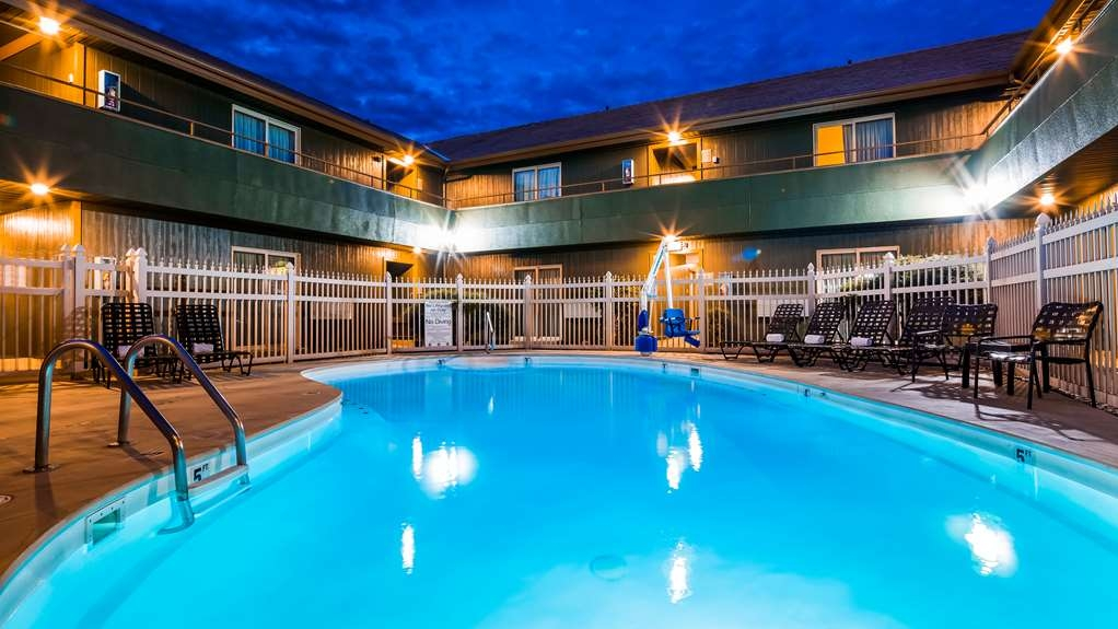 Best Western RiverTree Inn - Piscina