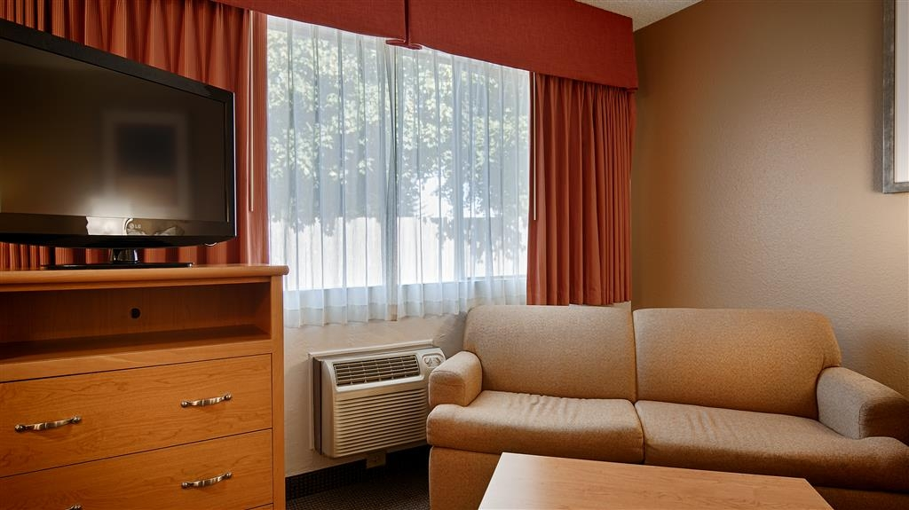 Best Western Aladdin Inn - Kitchenette Guest Room-Sitting area