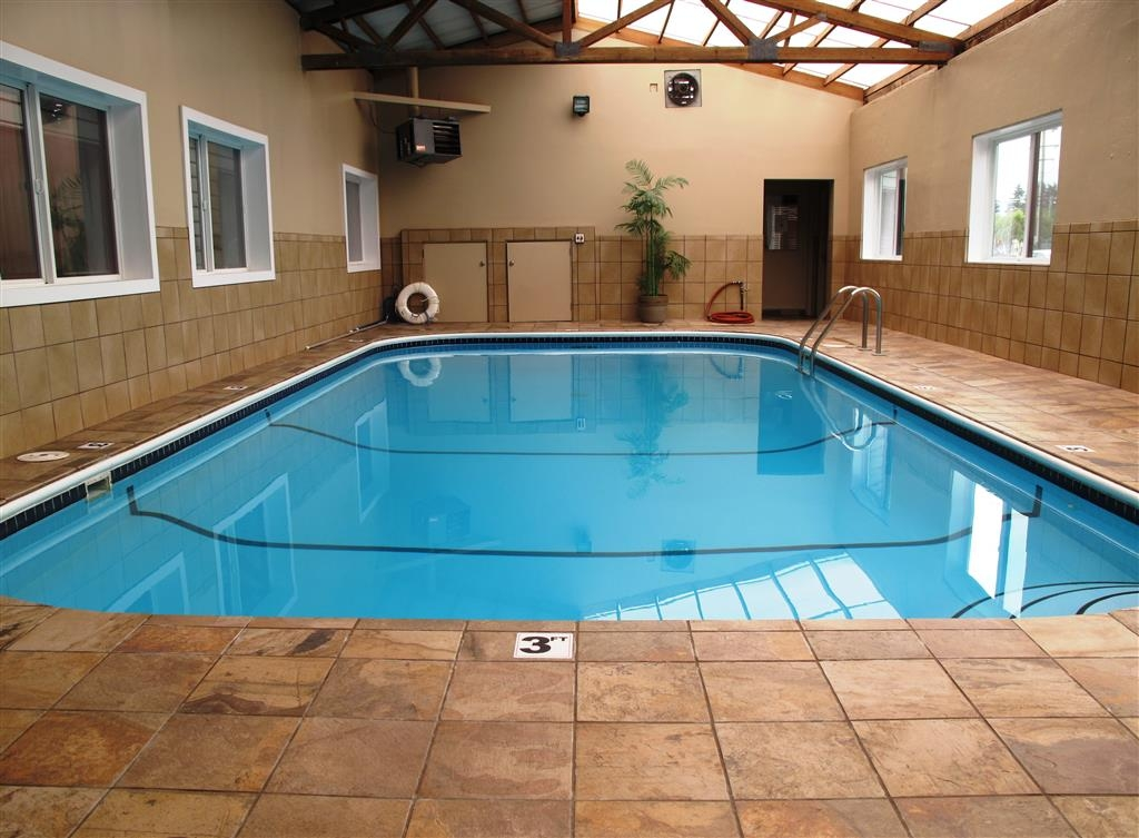 Best Western Aladdin Inn - The whole family will love the pool.