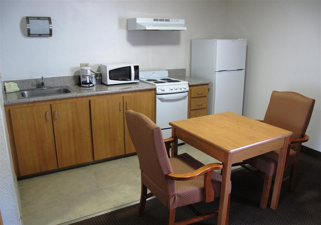 Best Western Aladdin Inn - There's plenty of room in the kitchenette suite.