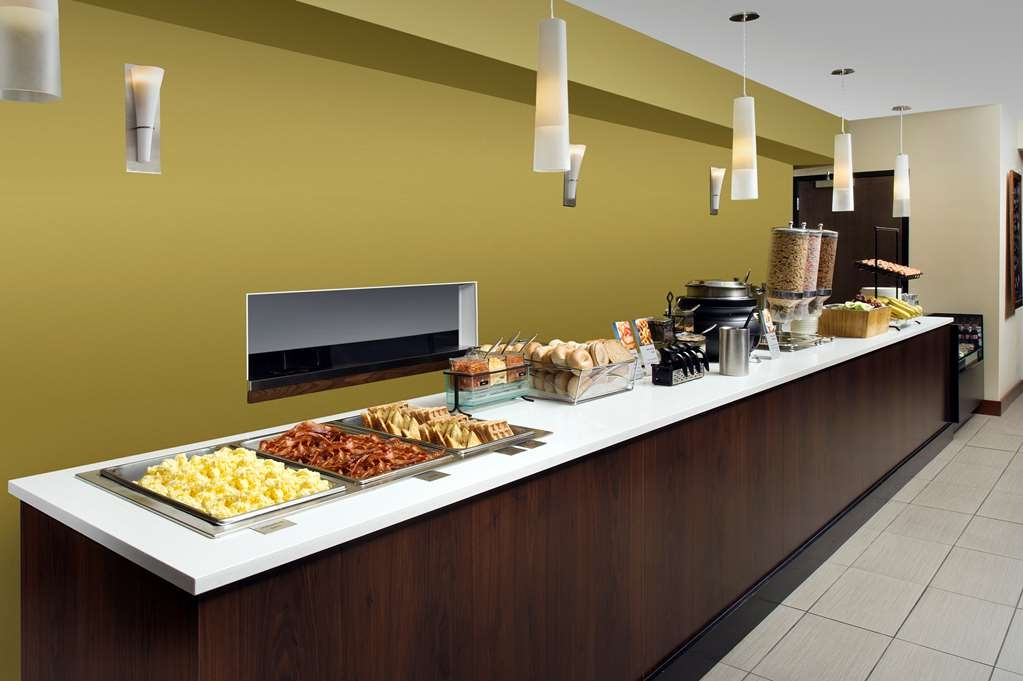 Best Western Seattle Airport Hotel - Nous servons un délicieux petit déjeuner gratuit tous les matins.