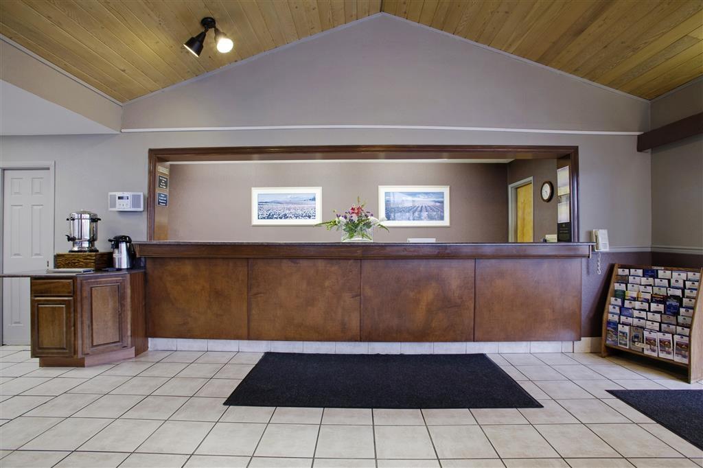 Best Western College Way Inn - Unser freundliches Personal steht an der Rezeption rund um die Uhr zur Verfügung.