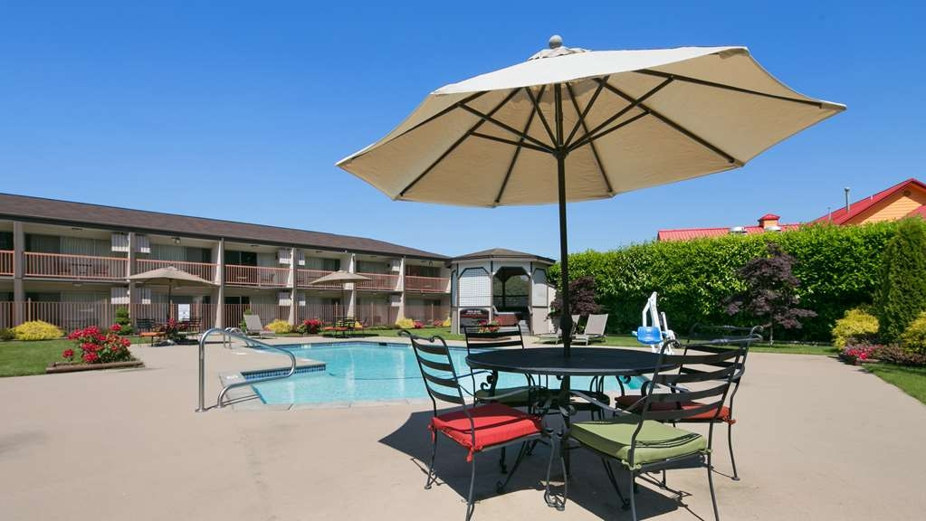 Best Western College Way Inn - Vue de la piscine