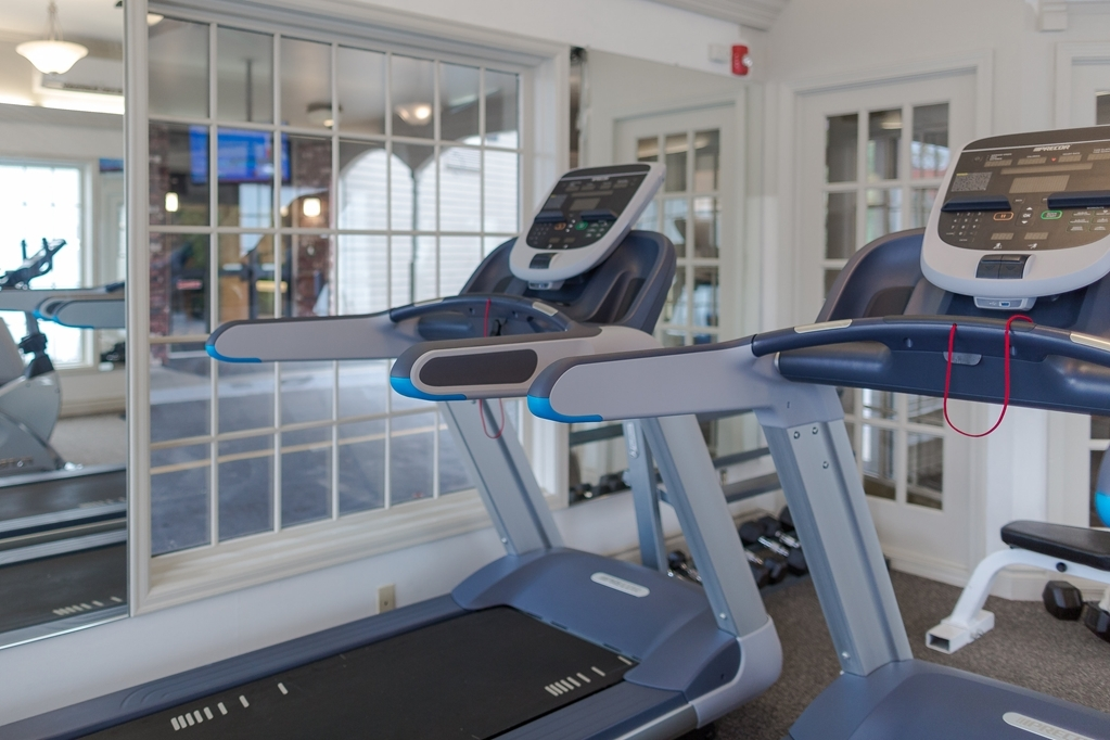 Best Western Heritage Inn - Our complimentary 24 hour fitness center includes: filtered water fountain, free weights, weight machine, two treadmills, stationary bike, and elliptical.