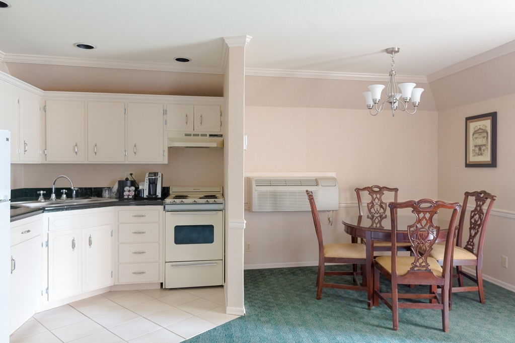 Best Western Heritage Inn - Our queen kitchenette features dining area that seats four and a kitchenette including an oven, stove, fridge, microwave, sink, and utensils.