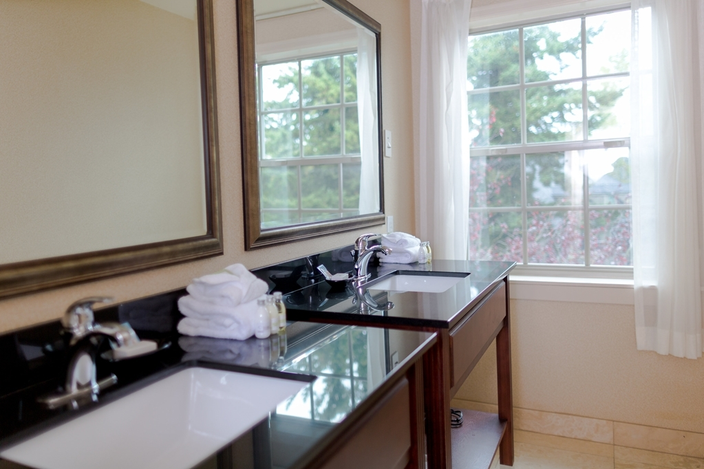 Best Western Heritage Inn - Get ready for your day in this deluxe king studio guest bathroom.