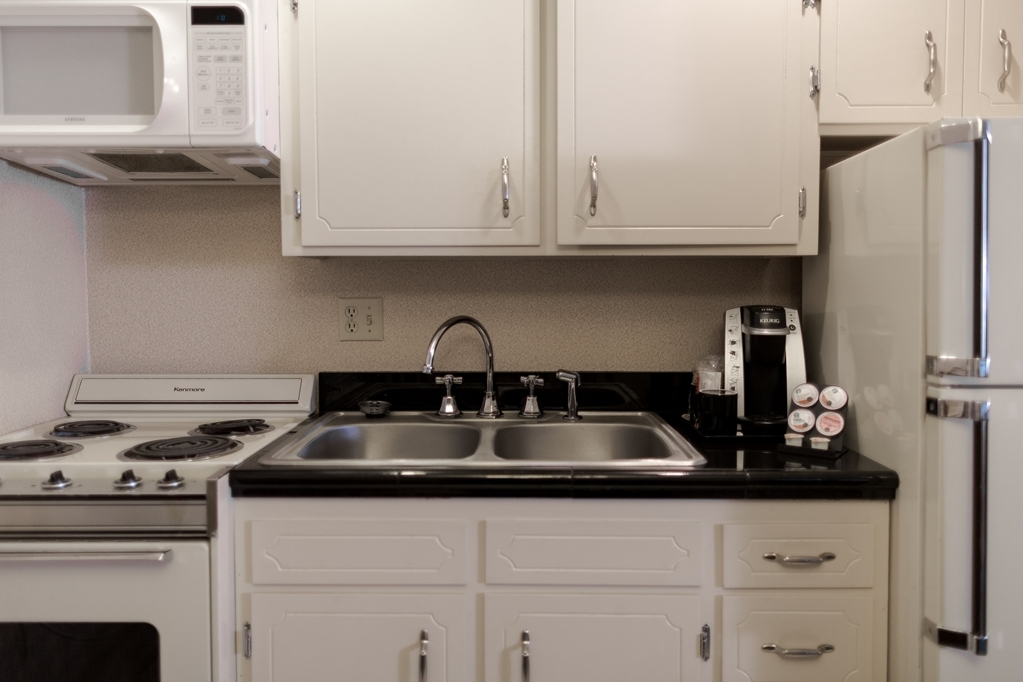 Best Western Heritage Inn - Our king kitchenette features dining area that seats four and a kitchenette including an oven, stove, fridge, microwave, sink, and utensils.