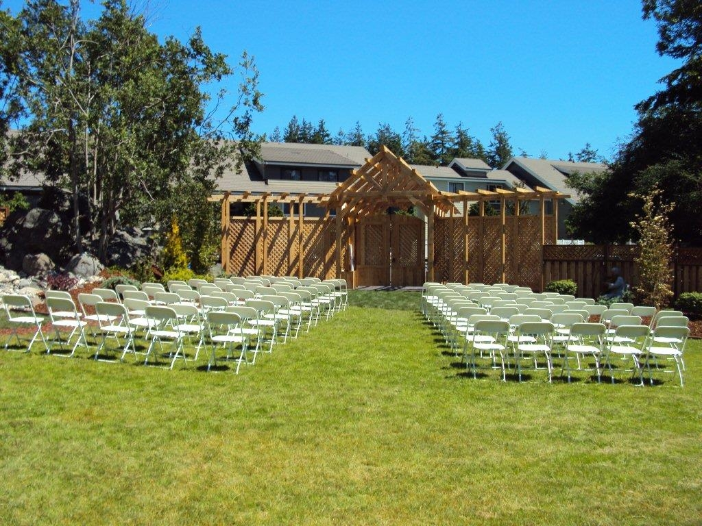 Best Western Plus Oak Harbor Hotel & Conference Center - We have a gorgeous setting for that outdoor wedding you've been planning.