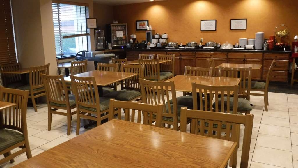 Best Western Plus Skagit Valley Inn and Convention Center - Le petit déjeuner buffet