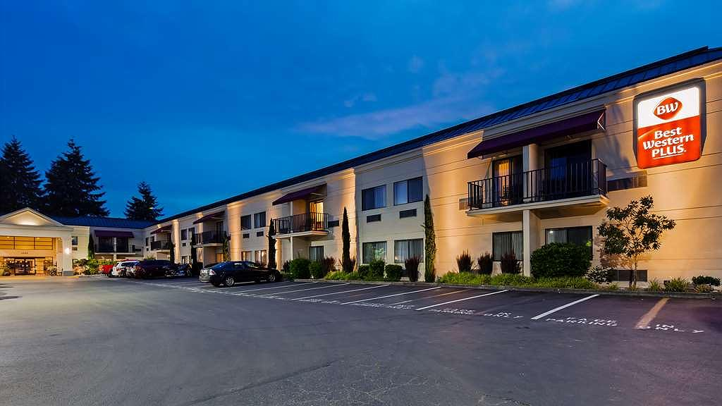 Best Western Plus Plaza by the Green - Vista exterior