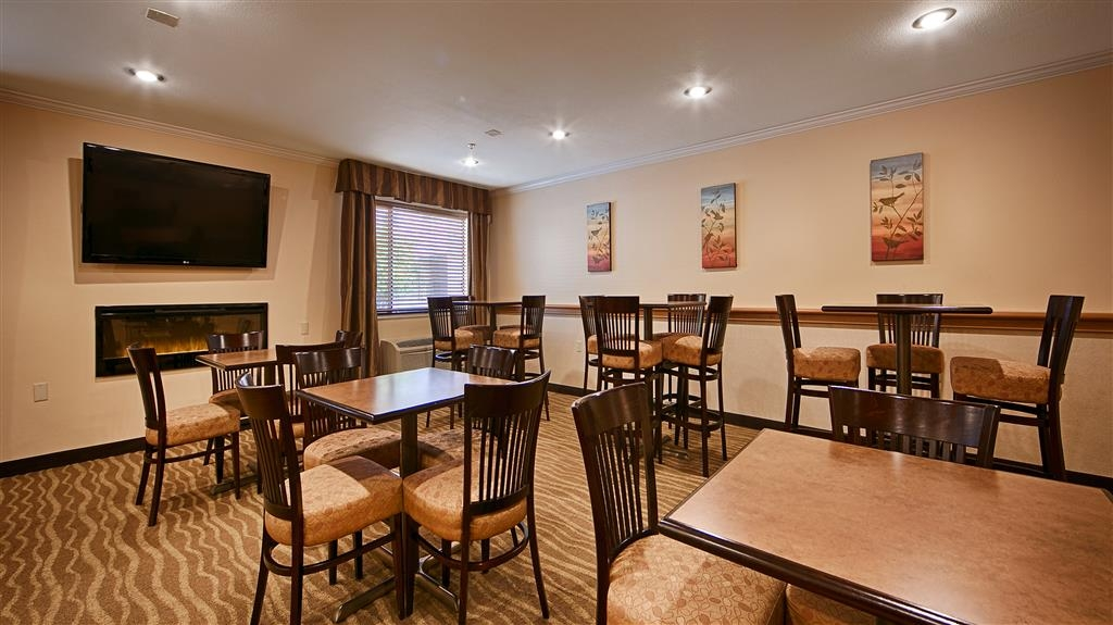 Best Western Tumwater-Olympia Inn - Enjoy our delicious hot breakfast buffet before starting your day.