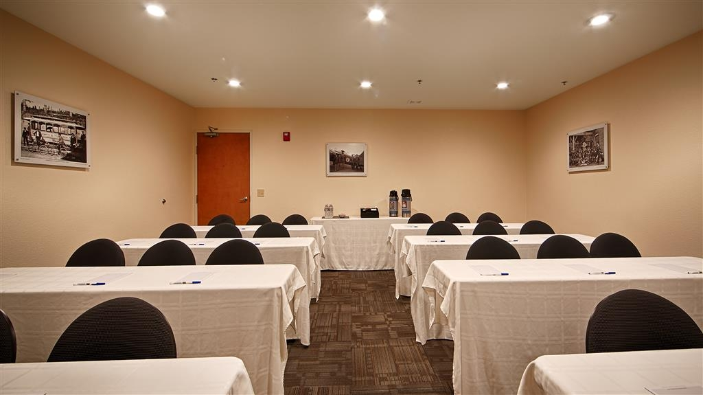 Best Western Tumwater-Olympia Inn - Our flexible meeting space can accommodate up to 35 people.