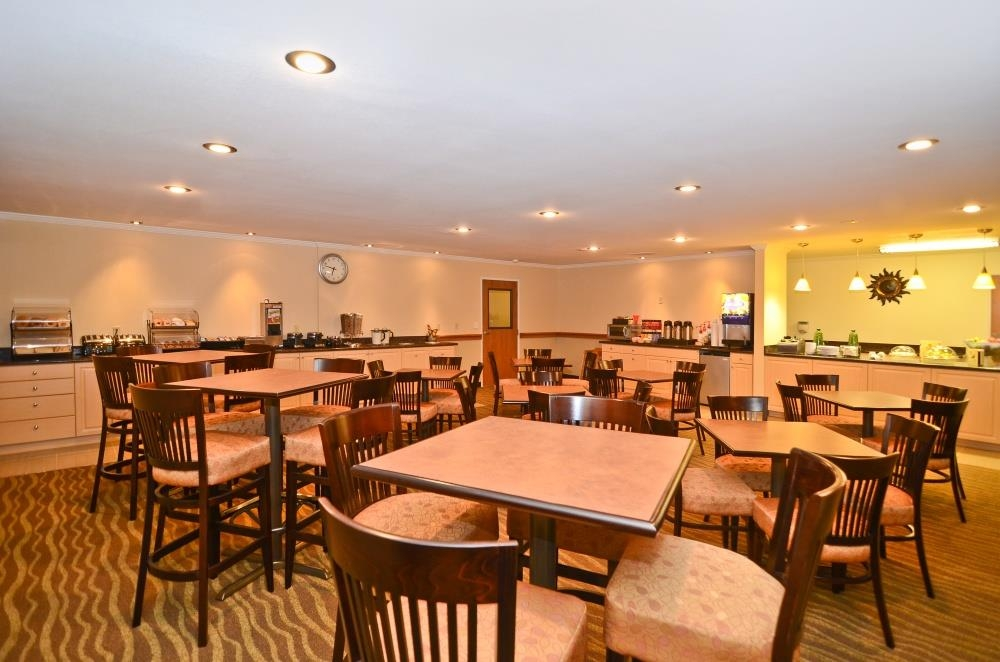 Best Western Tumwater-Olympia Inn - Business travelers will love our hearty breakfast.