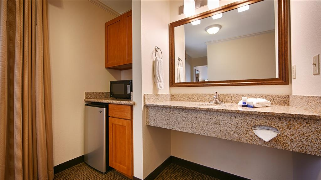 Best Western Tumwater-Olympia Inn - Each room includes a microwave and a refrigerator.