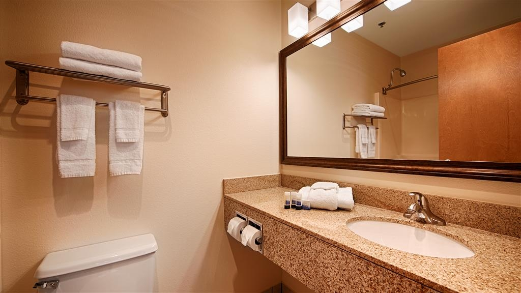 Best Western Tumwater-Olympia Inn - Guest Bathroom