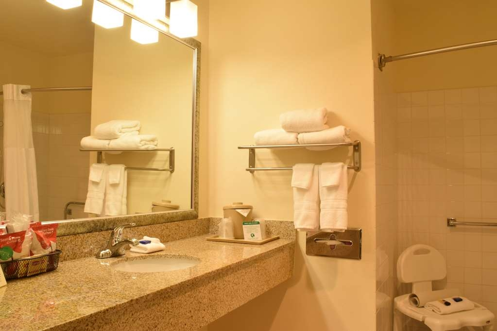 Best Western Tumwater-Olympia Inn - Mobility Accessible Bathroom
