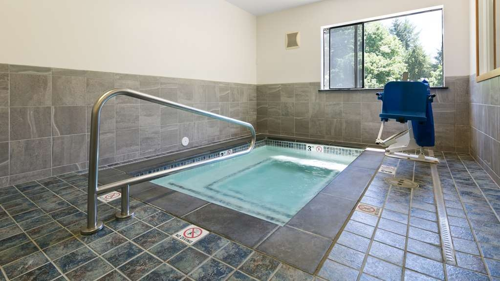 Best Western Tumwater-Olympia Inn - Relax in our indoor whirlpool.