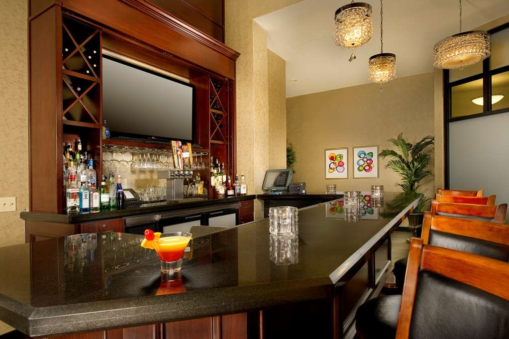 Best Western Premier Plaza Hotel & Conference Center - café