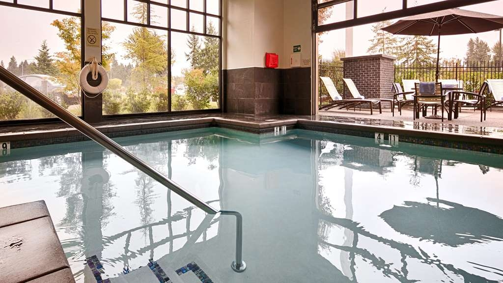 Best Western Premier Plaza Hotel & Conference Center - Piscina